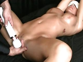 Sport Model Erotic Oil Rubdown W/ Tugjob