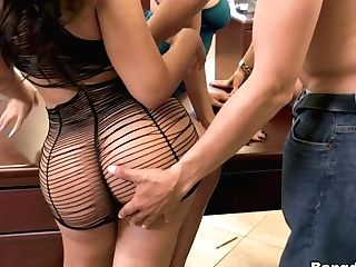 Rose Monroe & Holly Hendrix & Mia Martinez & Juan Largo & Kitty Carrera In Giant Office Orgy - Fuckteamfive