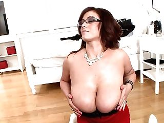 Mummy With Glasses Eva Notty Plays With Her Phat Tits