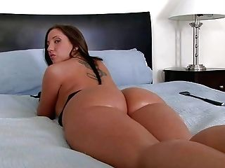 But Butt Dark Haired Kelly Divine In Black Spandex Gloves Spreads