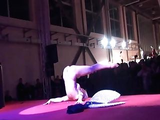 Amazing Pole Dancing Demonstrate