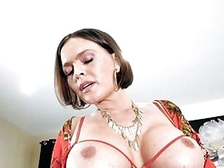 Top Woman Unsheathes Labia And Tits In Voluptuous Solo