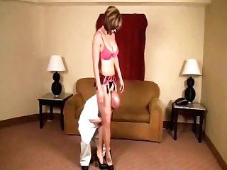 Scissor Vixen Squeezes Midget