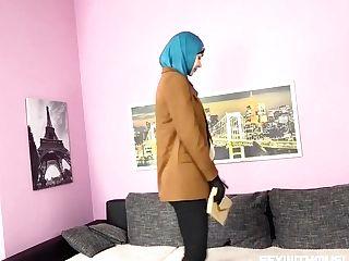 Venera Maxima - Muslim Honey Gets Horny With The Authorities