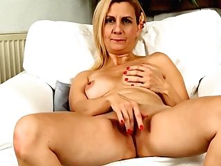 Matures Lady Masturbates Leisurely